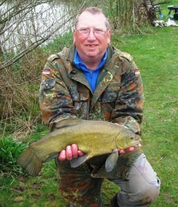 2015-04-17 Steve 3lb 8oz Tench 02