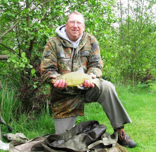 2015-05-26 Steve 2lb 14oz Tench