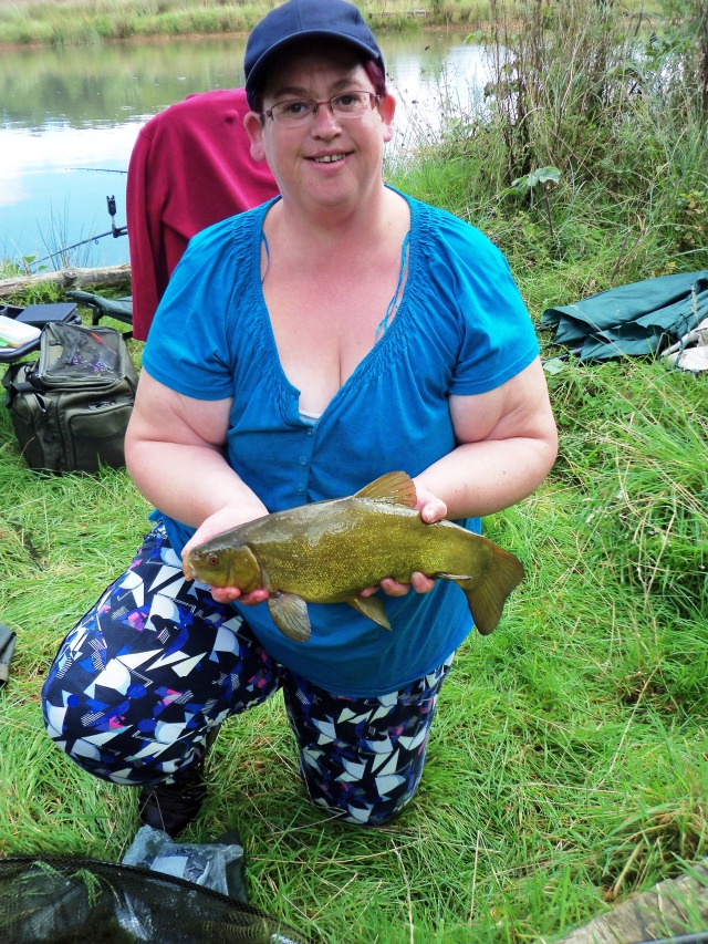 2016-09-08 Liz - 2lb 8oz Tench 02.JPG
